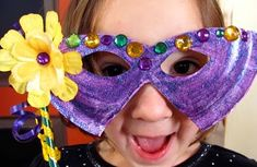 Mardi Gras Mask from a paper plate 17 février, carnaval Mask Paper, Paper Plate Masks, Paper Plate Crafts, Paper Plates, Mardi Gras Beads, Mardi Gras Party, Preschool Crafts, Crafts For Kids, Preschool Ideas