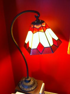Lámpara Ceci Stained Glass Lamps, Stained Glass Windows, Lamp Shades, Beetle, Table Lamp, Thanksgiving, Lights, Home Decor, Antique Light Fixtures