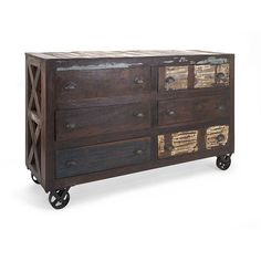 This fantastic reclaimed wood buffet is perfect in a wide variety of settings. Whether for a city loft or country cottage, reclaimed wood and industrial elements combine to create appeal and diverse f