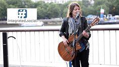 Feeling Good (bass guitar style) - Street Performer Susana Silva feelin'...