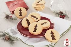 """Italian Shortbreads """"Frollini"""" filled with Nutella® - DIY Christmas Cookies Biscuit Nutella, Nutella Cookies, Cut Out Cookies, No Bake Cookies, Cookie Sandwich, Chocolate Nutella, Cookie Recipes, Dessert Recipes, Nutella Spread"""