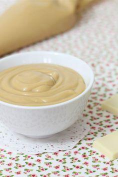 La crema pasticcera al caramello è una variante particolarmente deliziosa della classica crema pasticcera.