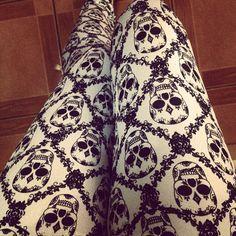<3 Skull leggings <3