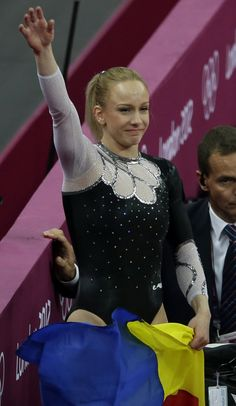 2012 London Olympics: Vault Final - Sandra Izbasa (Romania)