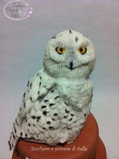 Edvige owl cake topper (from Harry Potter). By Zucchero e Polvere di Stelle in Pisa, Italy.