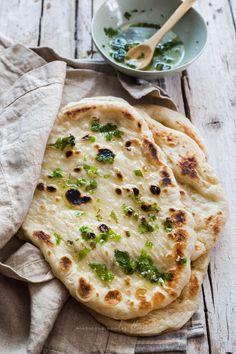 Naan de ajo – un cappuccino la mattina Sourdough Naan Bread Recipe, Recipes With Naan Bread, Naan Recipe, Best Bread Recipe, Curry Recipes, Veggie Recipes, Indian Food Recipes, Baking Recipes, Cilantro