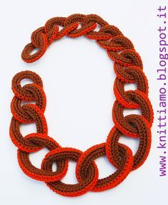 crochet necklace free tutorial in Italian Crochet Motif Patterns, Crochet Stitches, Crochet Hooks, Knit Crochet, Crochet Chain, Crochet Bracelet, Crochet Accessories, Knitting Designs, Beaded Embroidery