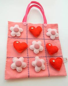 a sweet tic tac toe bag you can make. Kids Crafts, Felt Crafts, Crafts To Sell, Fabric Crafts, Diy And Crafts, Felt Games, Sewing Projects, Craft Projects, Operation Christmas Child