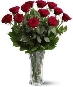 12 Luxury Roses in Vase