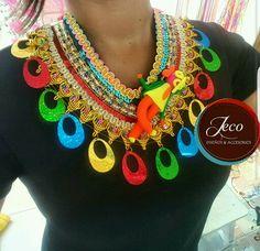 Collar carnaval www.accesoriosjeco.com Hemp Bracelet Patterns, Hemp Bracelets, Custom Jewelry, Diy Jewelry, Jewelry Making, Friendship Bracelets Designs, Bracelet Designs, Diy Earrings, Fancy Dress