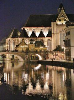http://guias-viajar.com/belgica/ruta-gante-iluminada/ #visitgent gent ghent belgium europe visit travel tourism gante belgica