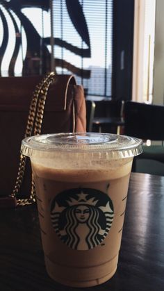 coffee starbucks drinks, coffee photography и s Starbucks Drinks, Starbucks Coffee, Iced Coffee, Coffee Drinks, Snap Food, Snapchat Picture, Coffee Photos, Coffee Photography, Instagram Story Ideas