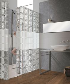 Glass blocks disappear and come back as new bathroom design trends from time to time New Bathroom Designs, Modern Bathroom Design, Bathroom Interior Design, Interior Walls, Bathroom Glass Wall, Brick Bathroom, Glass Blocks Wall, Block Wall, Glass Walls