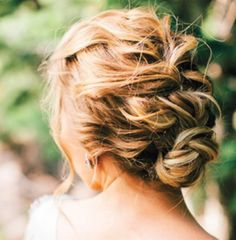 The perfectly imperfect updos trend ...