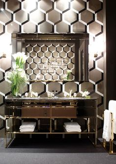 Oasis took part to the 2015 edition of Salon Residence, which has been held at the Singer Museum in Laren, The Netherlands. Oasis bath vanity freestanding in gorgeous black and gold 2 Photo credit: Oasis