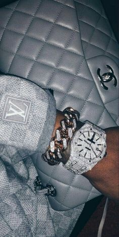Luxury Lifestyle A Lista Pinnacle Boujee Aesthetic, Bad Girl Aesthetic, Aesthetic Photo, Aesthetic Pictures, Aesthetic Vintage, Aesthetic Fashion, Boujee Lifestyle, Mode Chanel, Bad And Boujee