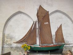 Drivkvase som votivskib i kirken i Poel. Fotograf: Brugeren Alma på Wikimedia Commons Sailing Ships, Outdoor Gear, Pirates, Pictures, Outdoor Tools, Sailboat