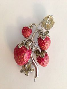 RARE-ENAMEL-EARLY-BOUCHER-STRAWBERRY-PIN-MB