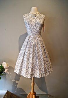 Vintage 1950s dress / Xtabay Vintage Clothing Boutique - Portland, Oregon