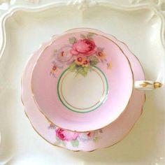 tea cup/still life Vintage Dishes, Vintage China, Vintage Teacups, Café Chocolate, Pause Café, China Tea Cups, Teapots And Cups, My Cup Of Tea, Tea Cup Saucer