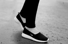 Nike Roshe Run Slip On's, fashion is a party, fashion blogger, black and white, slip on's, sneakers, Nike Roshe Run, summer sneakers