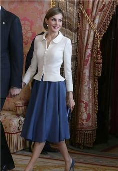Queen Letizia of Spain's most stylish looks Princess Letizia, Queen Letizia, Dress Skirt, Dress Up, Business Attire, Royal Fashion, Office Outfits, Classy Outfits, Modest Outfits