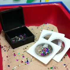 Treasure Hunt in sensory table or sand box. Have a small treasure box, small/jewels, sequin, some sifters & of course sand. Pirate Preschool, Pirate Activities, Sensory Activities, Preschool Activities, Sensory Tubs, Sensory Boxes, Sensory Play, Sand And Water Table, Sand Table