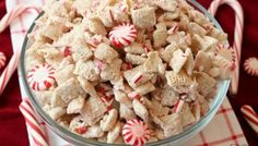 Peppermint Chex Mix made with only 3 ingredients in a few minutes! Simple recipe for festive, sweet peppermint treat that's perfect for holiday parties. Christmas Veggie Tray, Christmas Food Gifts, Christmas Appetizers, Christmas Candy, Christmas Cookies, Christmas Biscuits, Christmas Tree, White Chocolate Chex Mix, Hot Chocolate