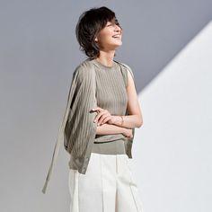 春夏もスローンの上質ニットをまといたい! シルクリブカーディガン Japan Fashion, Fashion 2020, College Fashion, College Style, Minimalist Fashion, Minimalist Style, Eclat, Normcore, Vogue