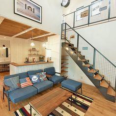 3LDKで、リビング/アイアン階段/見学会準備中/インテリア/新築/エイジング塗装についてのインテリア実例。 「カメラマンさんショッ...」 (2017-09-02 20:55:03に共有されました) Diy Interior, Interior Architecture, Interior Design, Surf Style, Small Spaces, Sweet Home, Loft, Lounge, Couch