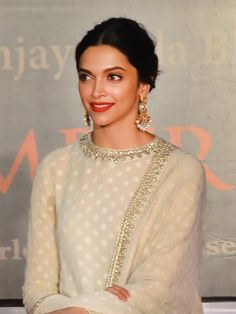 Festive Looks Made Easy: 5 Celebrity-Certified Tutorials Which Work with All Ethnic Outfits Salwar Suit Neck Designs, Neck Designs For Suits, Kurta Neck Design, Kurta Designs Women, Salwar Designs, Ethnic Outfits, Indian Outfits, Indian Attire, Indian Wear