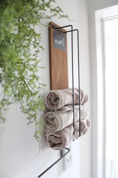 So superb bathroom storage inspiration. Laundry Storage, Diy Storage, Bathroom Storage, Office Deco, Laundry In Bathroom, Easy Home Decor, Interior Design Living Room, Decoration, Ladder Decor