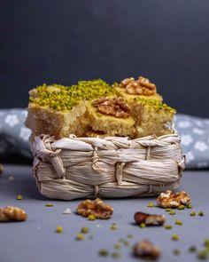 Revani – Türkischer Grießkuche… Foodblogger, Desserts, Sweet Cakes, Bakken, Pistachios, Souffle Dish, Advertising, Foods, Essen