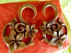 Sacré bois boucles d'oreilles 5mm - 4g étirement Plug boucles d'oreilles - calibre 4 main sculptée en bois Plug boucles d'oreilles fleur-A035