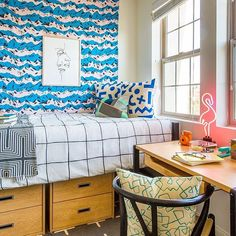 Creating a stylish dorm room can be harder than avoiding the freshman 15. Click the link in our bio to find out how to design a cool and functional space on a student friendly budget!