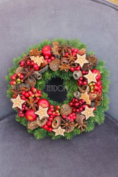 Winter wreath - tenDOM Christmas Deserts, Christmas Flowers, Noel Christmas, Winter Christmas, Christmas Bazaar Crafts, Christmas Crafts, Christmas Ornaments, Xmas Decorations, Flower Decorations