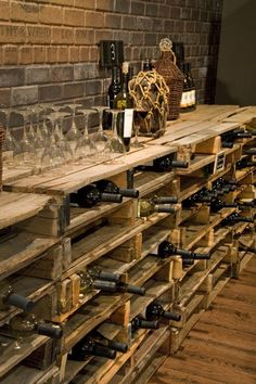So einfach kann man ein eigenes Weinregal selber bauen Pallet shelves build as modern DIY wine racks Related posts: 172 Easy DIY Tables That You Can Build on a Budget Ana White Vin Palette, Palette Wine Rack, Bar Pallet, Pallet Ideas, Pallet Wine Rack Diy, Rustic Wine Racks, Pallet Wood, Wine Cellar Design, Wine Bar Design