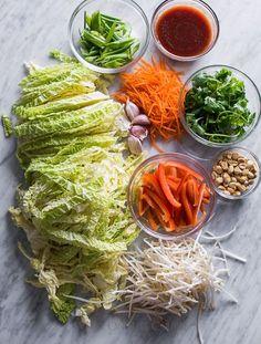 Amazing Cabbage Vegetable Pad Thai Recipe that'll satisfy your pad thai cravings Thai Recipes, Asian Recipes, Vegetarian Recipes, Cooking Recipes, Healthy Recipes, Vegetarian Pad Thai, Vegetarian Cookbook, Thai Cooking, Vegetarian