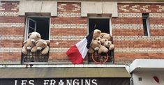 maison rouge rue la glacière paris | Blog SysyInTheCity Tour Eiffel, Jolie Photo, Rue, Paris, Blog, Travel, Home Decor, Small Places, Red Houses