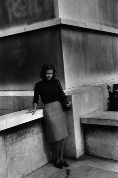 1963. Bernard Plossu. Michele, en allant à la cinémathèque de Chaillot
