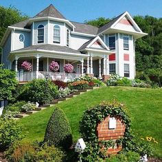 front yard garden--love it. could create a small garden ...
