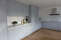 Ikea Kitchen Inspiration, Kitchen Reno, Kitchen Cabinets, Küchen Design, Interior Design, Little Kitchen, Home Kitchens, Smitten Kitchen, Sweet Home