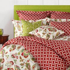 Love the bright print of this bedding set