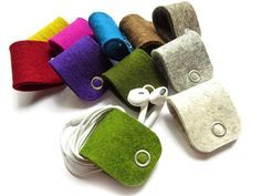 Cable Helpers (Headphones, Charging Cables) - by kuhrinna on DaWanda, wool felt made of m Felt Crafts Patterns, Felt Crafts Diy, Felted Wool Crafts, Felt Diy, Sewing Crafts, Sewing Patterns, Small Sewing Projects, Stitching Leather, Wool Felt