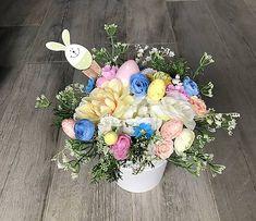 Veľkonočná dekorácia so zajačikom a vajíčkami, vhodné na stôl, komodu Floral Wreath, Wreaths, Home Decor, Floral Crown, Decoration Home, Door Wreaths, Room Decor, Deco Mesh Wreaths, Home Interior Design
