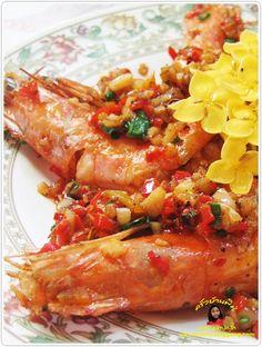 กุ้งผัดพริกเกลือ Thai Dishes, Side Dishes, Food Hacks, Food Tips, Thai Recipes, Chicken Wings, Shrimp, Seafood, Fries
