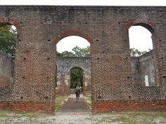 The hauntingly beautiful Brunswick Town was once a thriving port south of Wilmington and today is simply ruins of a Revolutionary past. North Carolina Day Trips, North Carolina Homes, South Carolina, Great Places, Places To Visit, Beautiful Places, Ancient Ruins, Abandoned Places, Abandoned Castles