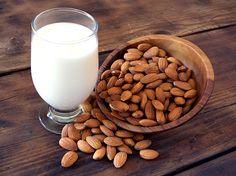 Cum sa faci lapte de migdale acasa - www.foodstory.ro