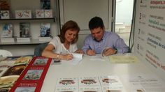 Firma del libro 'Patrulla E' durante la Feria del Libro