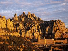 Montserrat Spain Honeymoon, Moon Hotel, Barcelona, Spain Travel, Bergen, Vacation Spots, Monument Valley, Mount Rushmore, Travel Inspiration